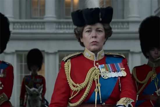 Olivia Colman como la Reina Elizabeth II en The Crown