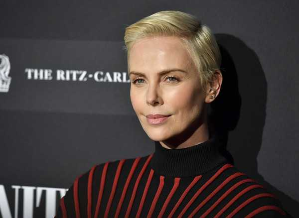 Charlize Theron como Kylie Jenner LOL!