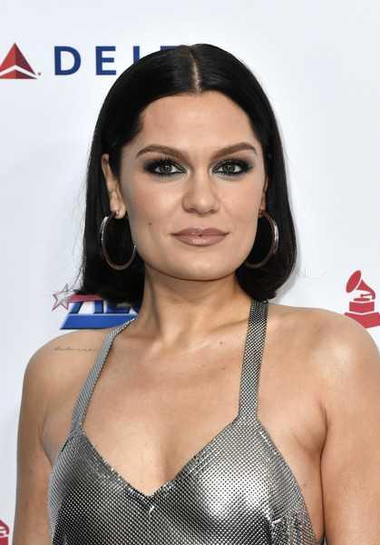 Jessie J hospitalizada en navidad