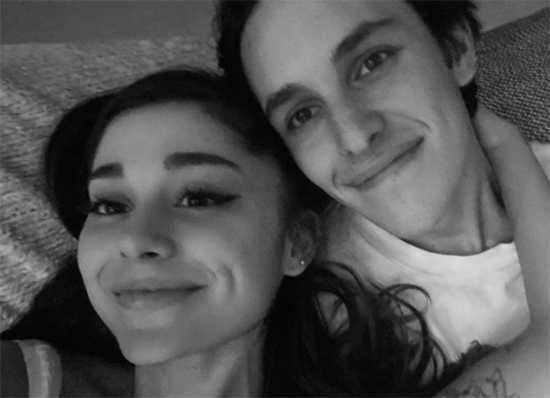 Ariana Grande comprometida con Dalton Gomez!