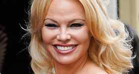 Pamela Anderson acusada de rompehogares por ex de su esposo Dan