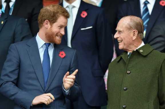 Principe Harry llegó a UK para el funeral de su abuelo