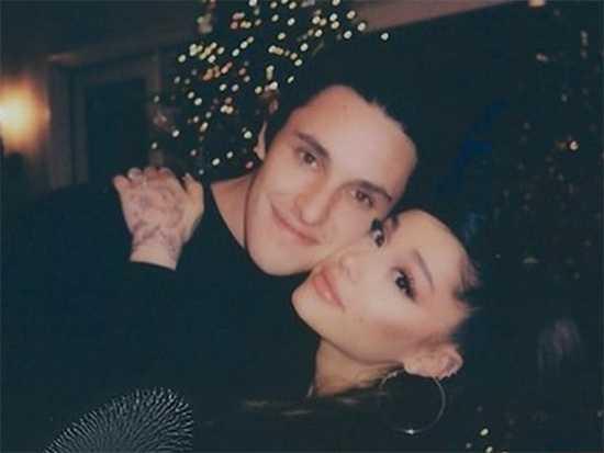 Ariana Grande y Dalton Gomez se casaron!