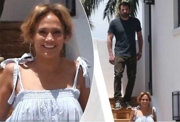 Jennifer Lopez sonriendo feliz con Ben Affleck en Miami