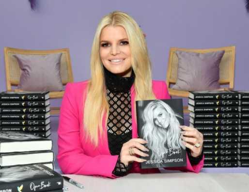 jessica simpson con su libro open book