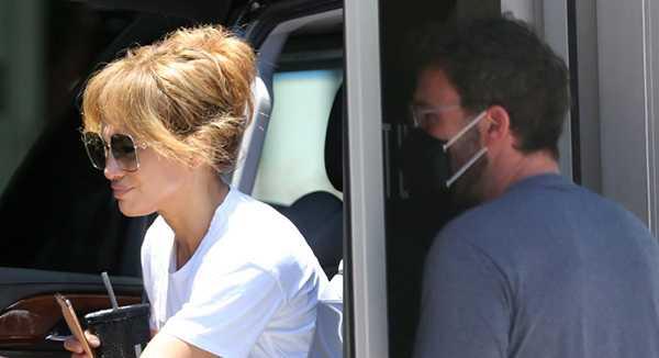 Jennifer Lopez y Ben Affleck se besan en el gym