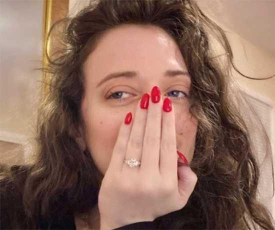 kat denning anillo compromiso
