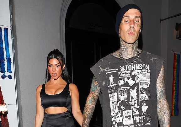 Kourtney Kardashian y Travis Barker de fiesta. FAKE TAN FAIL!