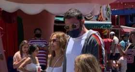 Ben Affleck y JLo con sus hijos en Universal Studios Hollywood