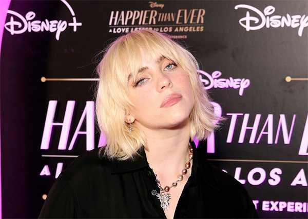 Billie Eilish en la premier de Happier Than Ever