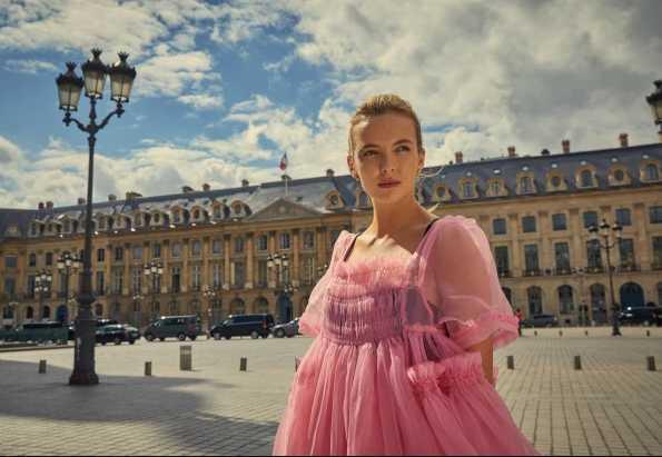 Jodie Comer es Villanelle en la serie Killing Eve