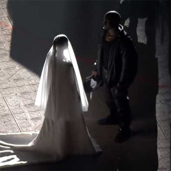 Kim Kardashian de novia en la fiesta DONDA de Kanye West