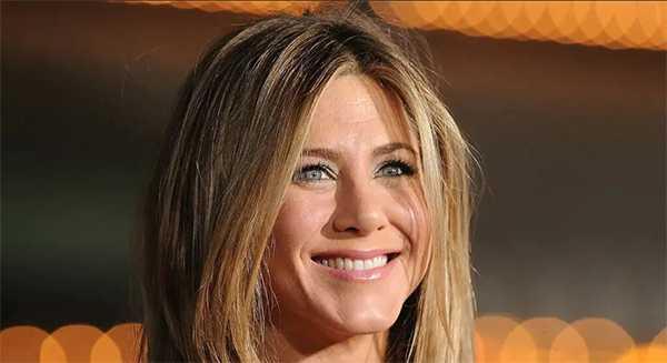 Jennifer Aniston revela detalles de su línea de belleza