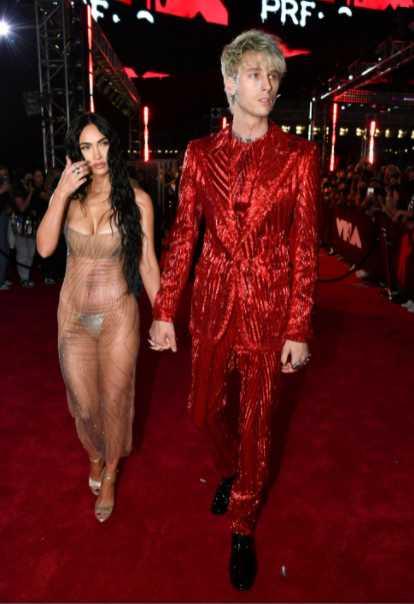 Megan Fox y Machine Gun Kelly en la red carpet de los VMAs 2021